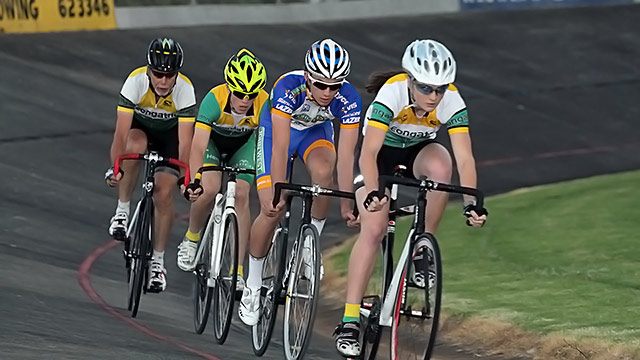 Senior 6 lap scratch race.