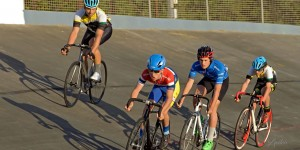 8lap scratch race.